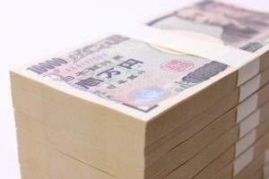 一万円札が束になっている写真